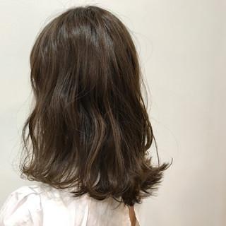 デート アンニュイ アッシュ ウェーブ ヘアスタイルや髪型の写真・画像