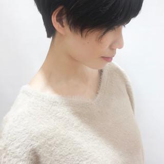 ショート ナチュラル 小顔ショート 秋冬ショート ヘアスタイルや髪型の写真・画像