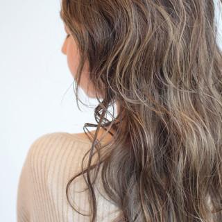 大人ロング ロング 大人ハイライト 極細ハイライト ヘアスタイルや髪型の写真・画像