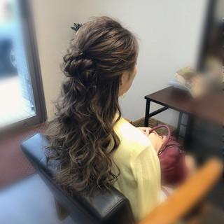 ねじり ヘアアレンジ フェミニン ロング ヘアスタイルや髪型の写真・画像