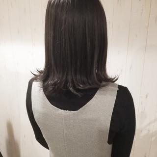 アッシュ 暗髪 外ハネ ナチュラル ヘアスタイルや髪型の写真・画像