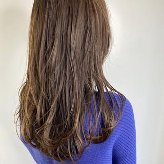 セミロング レイヤーロングヘア レイヤーカット ベージュ ヘアスタイルや髪型の写真・画像