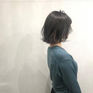 アッシュベージュ 外ハネボブ 簡単スタイリング インナーカラー ヘアスタイルや髪型の写真・画像