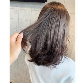 ベージュ ブリーチ ミディアム ミルクティーベージュ ヘアスタイルや髪型の写真・画像
