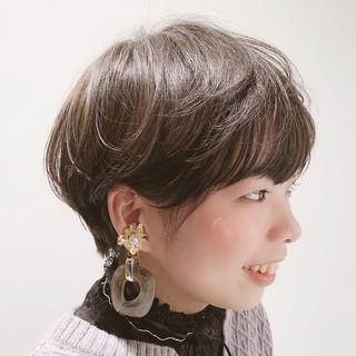 ナチュラル 大人かわいい ミルクティーグレージュ マッシュショート ヘアスタイルや髪型の写真・画像