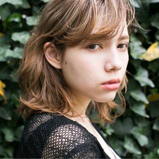大人かわいい ストリート ワイドバング 外国人風 ヘアスタイルや髪型の写真・画像