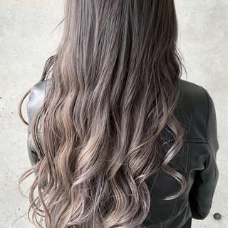 ベージュ ロング ラベンダー ハイトーン ヘアスタイルや髪型の写真・画像