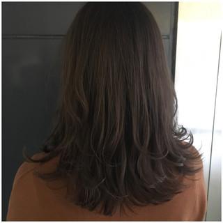 ナチュラル ラベンダーアッシュ くすみカラー ミディアム ヘアスタイルや髪型の写真・画像