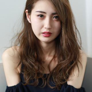 外国人風カラー セミロング ベージュ ハイライト ヘアスタイルや髪型の写真・画像