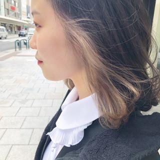 ブリーチ アッシュグレージュ アッシュベージュ 大人ハイライト ヘアスタイルや髪型の写真・画像