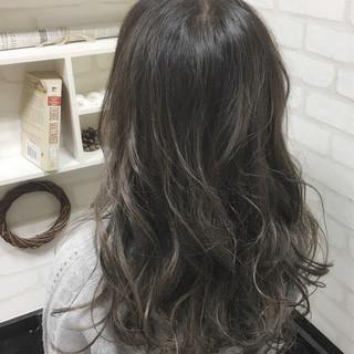 ロング ストリート グラデーションカラー グレージュ ヘアスタイルや髪型の写真・画像