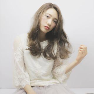 大人女子 デート ニュアンス ミルクティー ヘアスタイルや髪型の写真・画像