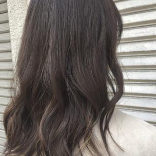 ナチュラル 暗髪 アッシュ ハイライト ヘアスタイルや髪型の写真・画像