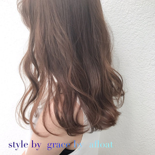 ミルクティーベージュ フェミニン ブラウン アッシュグレージュ ヘアスタイルや髪型の写真・画像