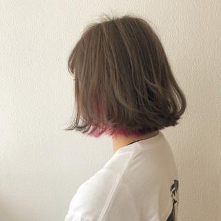 外ハネ ガーリー ボブ グレージュ ヘアスタイルや髪型の写真・画像