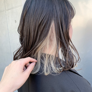 インナーカラーホワイト インナーカラー ミルクティー ミディアム ヘアスタイルや髪型の写真・画像