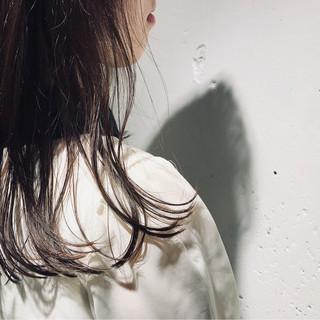 セミロング オフィス パーマ フェミニン ヘアスタイルや髪型の写真・画像