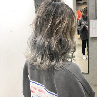 シルバー ストリート 切りっぱなしボブ バレイヤージュ ヘアスタイルや髪型の写真・画像