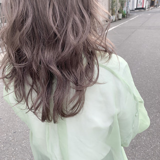 ハイトーンカラー セミロング 透明感カラー ナチュラル ヘアスタイルや髪型の写真・画像