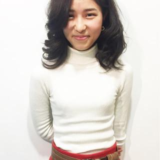 エレガント 巻き髪 フェミニン セミロング ヘアスタイルや髪型の写真・画像