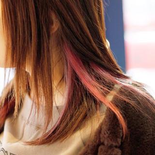 ミディアムヘアー ナチュラル セミロング インナーカラー ヘアスタイルや髪型の写真・画像