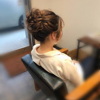 フェミニン お団子 ミディアム お団子アレンジ ヘアスタイルや髪型の写真・画像
