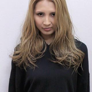 ロング コテ巻き クールロング ハイトーンカラー ヘアスタイルや髪型の写真・画像