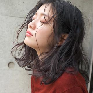 アンニュイ ウェーブ パーマ 外国人風カラー ヘアスタイルや髪型の写真・画像 ヘアスタイルや髪型の写真・画像