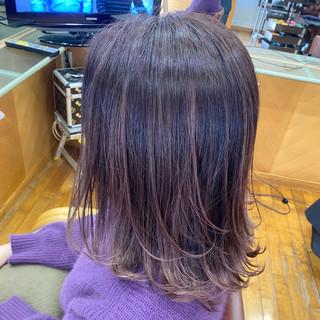 バレイヤージュ ミディアム フェミニン ピンク ヘアスタイルや髪型の写真・画像