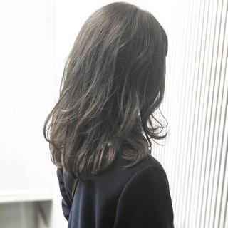 グレージュ アッシュ ナチュラル ミディアム ヘアスタイルや髪型の写真・画像