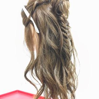 ヘアアレンジ ロング ストリート フィッシュボーン ヘアスタイルや髪型の写真・画像 ヘアスタイルや髪型の写真・画像