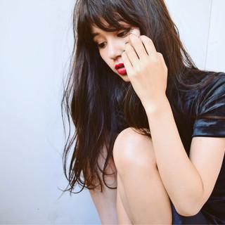 黒髪 ロング 女子会 斜め前髪 ヘアスタイルや髪型の写真・画像
