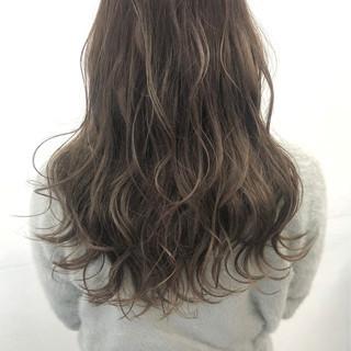 ミルクティー ナチュラル ゆる巻き ミルクティーアッシュ ヘアスタイルや髪型の写真・画像