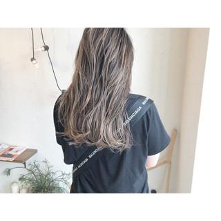 ミルクティーブラウン ナチュラル ロング ハイライト ヘアスタイルや髪型の写真・画像