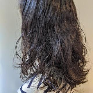 ナチュラル 大人カジュアル 大人ロング ゆるふわパーマ ヘアスタイルや髪型の写真・画像