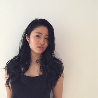 大人かわいい ブルーブラック モード 外国人風 ヘアスタイルや髪型の写真・画像 ヘアスタイルや髪型の写真・画像