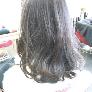 イルミナカラー 圧倒的透明感 ミディアム オフィス ヘアスタイルや髪型の写真・画像