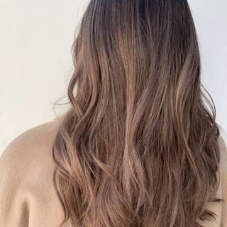成人式 グレージュ アウトドア ロング ヘアスタイルや髪型の写真・画像