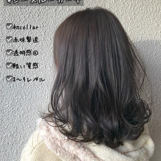 カーキ インナーカラー カーキアッシュ セミロング ヘアスタイルや髪型の写真・画像