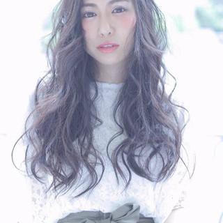 ロング フェミニン 黒髪 ナチュラル ヘアスタイルや髪型の写真・画像