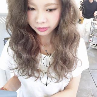 グレージュ アッシュグレー ロング 透明感 ヘアスタイルや髪型の写真・画像