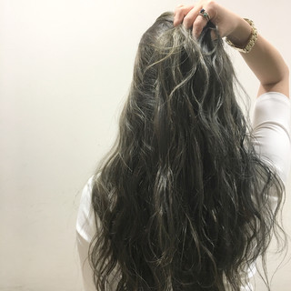 外国人風 波ウェーブ ブラウン ロング ヘアスタイルや髪型の写真・画像