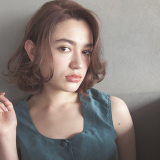 ハイライト アッシュ ミディアム 外国人風 ヘアスタイルや髪型の写真・画像