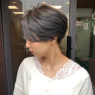 アッシュベージュ 簡単スタイリング グレージュ ショート ヘアスタイルや髪型の写真・画像