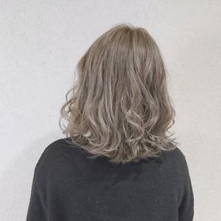 グレージュ ガーリー ミルクティー 外国人風カラー ヘアスタイルや髪型の写真・画像