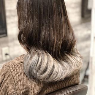 ミディアム ホワイト ブリーチ デート ヘアスタイルや髪型の写真・画像