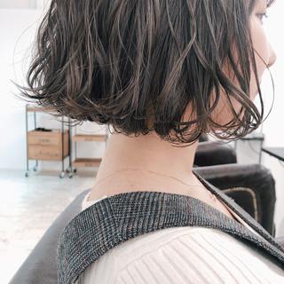大人かわいい ナチュラル ミルクティーグレージュ 切りっぱなしボブ ヘアスタイルや髪型の写真・画像