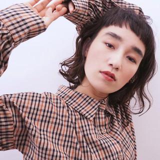 ハイライト ウェーブ 波ウェーブ 黒髪 ヘアスタイルや髪型の写真・画像