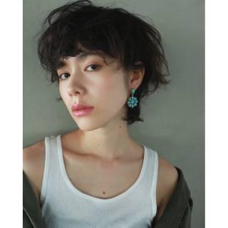 暗髪 ショート ナチュラル ウルフカット ヘアスタイルや髪型の写真・画像