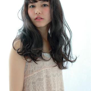 ゆるふわ ロング ガーリー パーマ ヘアスタイルや髪型の写真・画像